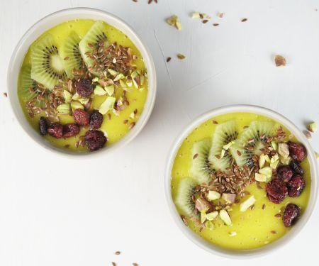 Mango-Smoothie-Bowl mit Kiwi